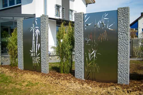 Handgefertigte Metallelemente als Sichtschutz